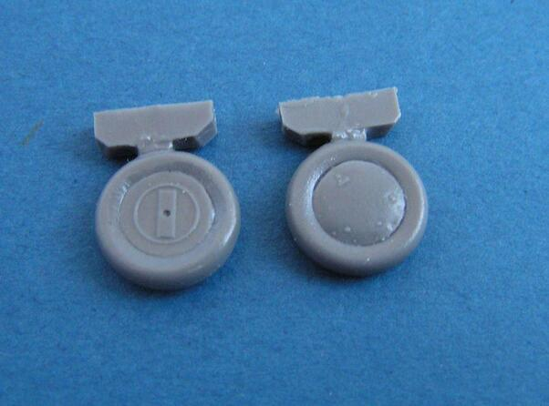 Gloster Gladiator wheels (Airfix)  u72148