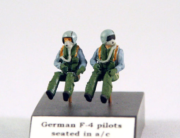 2x German F-4 pilots  721127