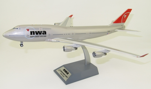 Boeing 747-400 Northwest Airlines N676NW With Stand  JF-747-4-046