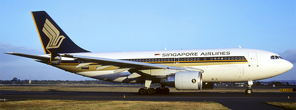Airbus A310-300 Singapore Airlines 9V-STP With Stand  EW2313001
