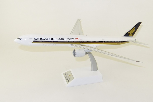 Boeing 777-300ER Singapore Airlines 9V-SWG With Stand  WB-777-3-011