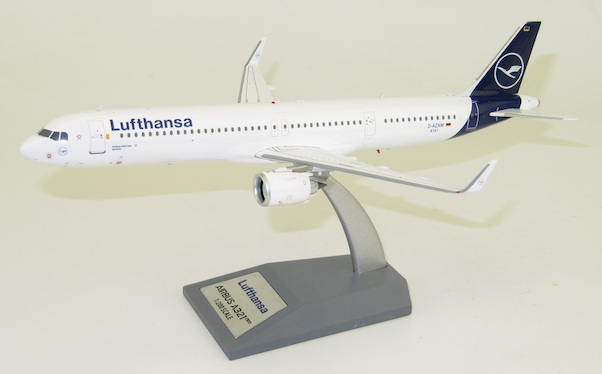 Airbus A321neo Lufthansa D-AZAM With Stand  JF-A321-002