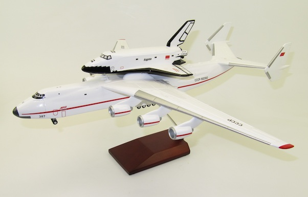 Antonov AN225 Mriya with Buran CCCP-82060