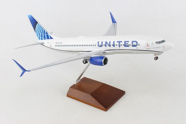 Boeing B737-800 United N37267 W/WOOD STAND & GEAR  SKR8284