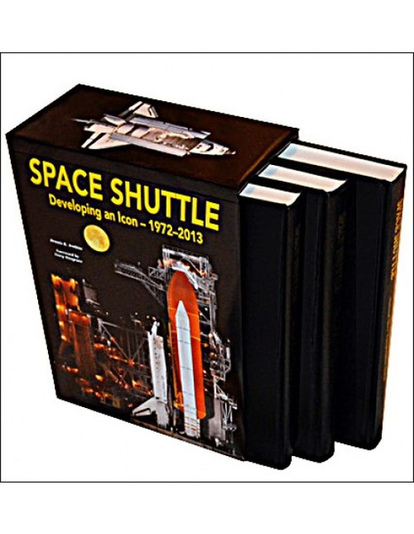 Space Shuttle: Developing an Icon 1972-2013  9781580072496